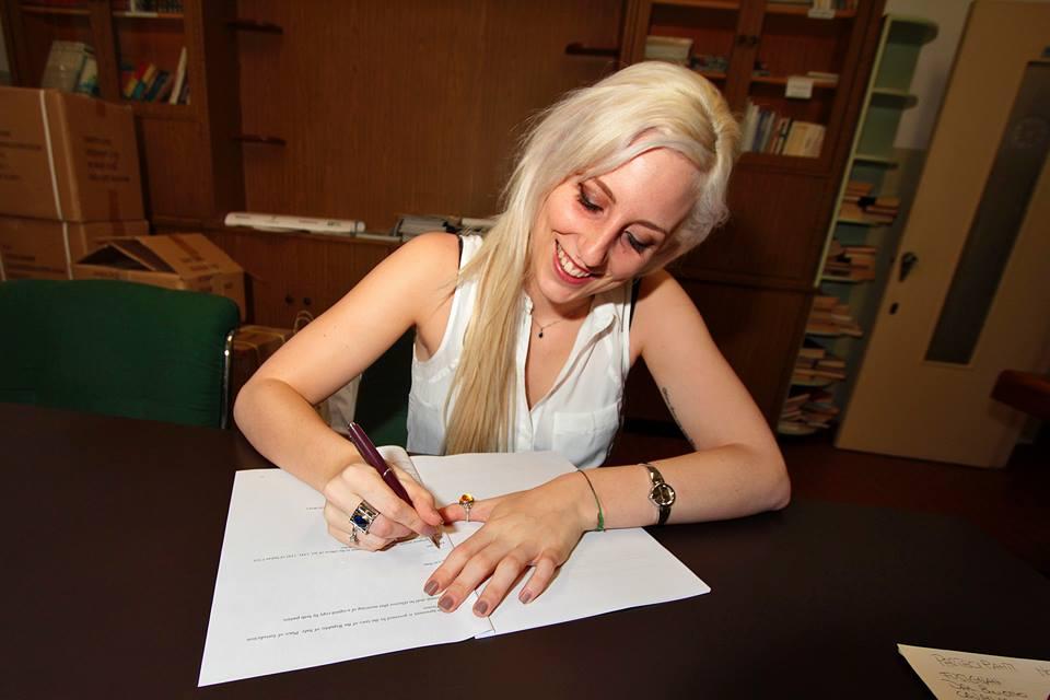 Jamie Signing